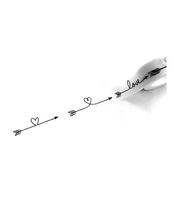 Solo heart arrows black on white